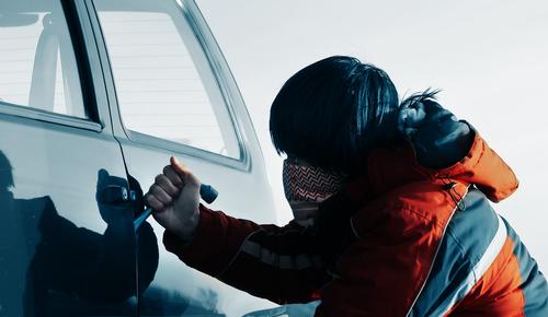 Vergoedt je autoverzekering spullen die uit je auto zijn gestolen?