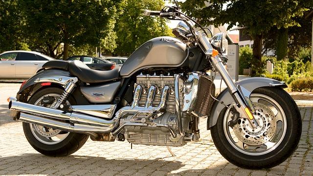 Motorbestemmingen voor een motorvakantie in de zomer, de juiste motorkleding en een aansluitende motorverzekering